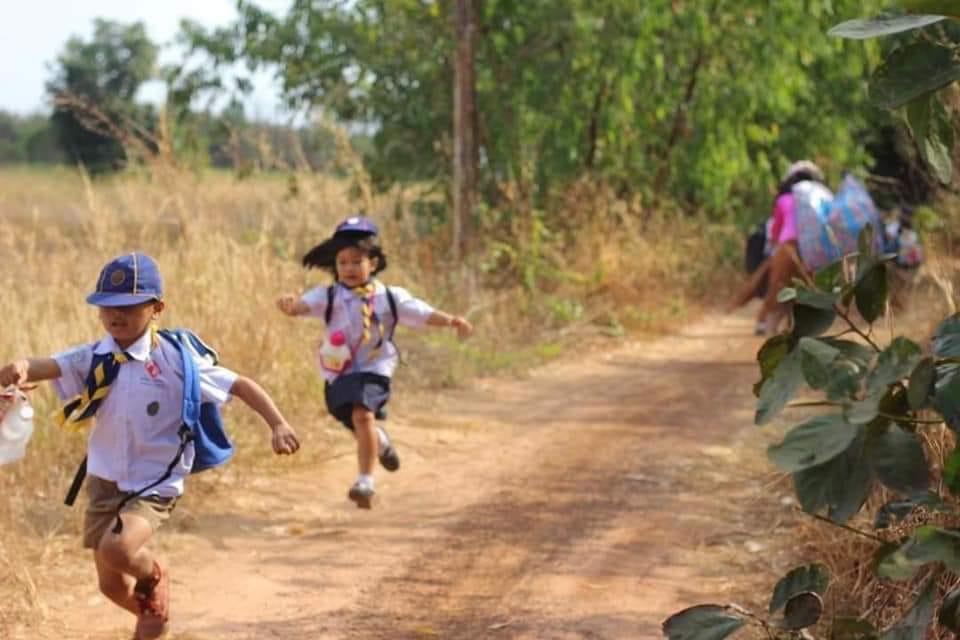 วิ่งป่าราบ ครูหนุ่มร้อยเอ็ดแต่งเป็นผีซุ่มอยู่ป่าข้างทาง สร้างสถานการณ์ทดสอบลูกเสือสำรอง