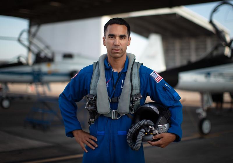 นาวาเอก ราชา จารี (Cr.NASA)