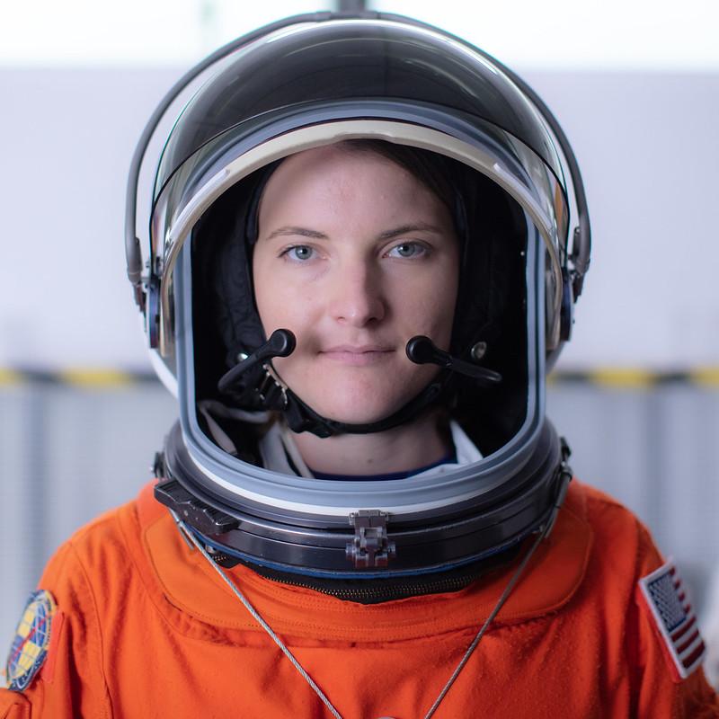 เรือเอกหญิงเคย์ลา บาร์รอน (Cr.NASA)