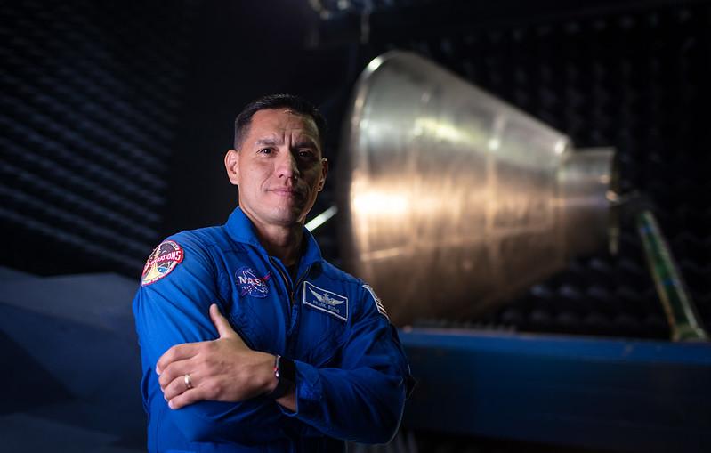 """พันโท ดร.ฟรานซิสโก """"แฟรงก์"""" รูบิโอ (Cr.NASA)"""