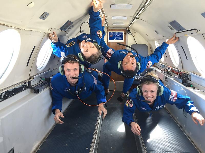 ฝึกในเที่ยวบินความโน้มถ่วงต่ำ (Cr.NASA)