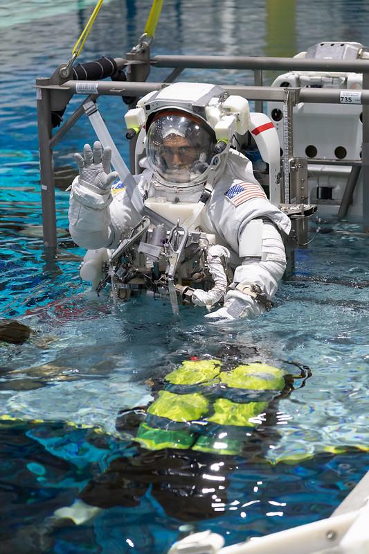 ฝึกจำลองสภาพใกล้เคียงอวกาศ (Cr.NASA)