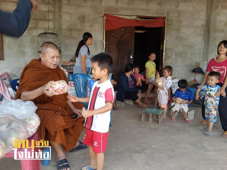 """ความสุขของหลวงพ่อ """"เจ้าอาวาสวัดเจ้าบุญเกิด"""" เลี้ยงดู-ส่งเสียเด็กบ้าน-เด็กม้ง ไม่ต้องอดอยากกินมาม่าห่อเดียวทั้งครอบครัว"""