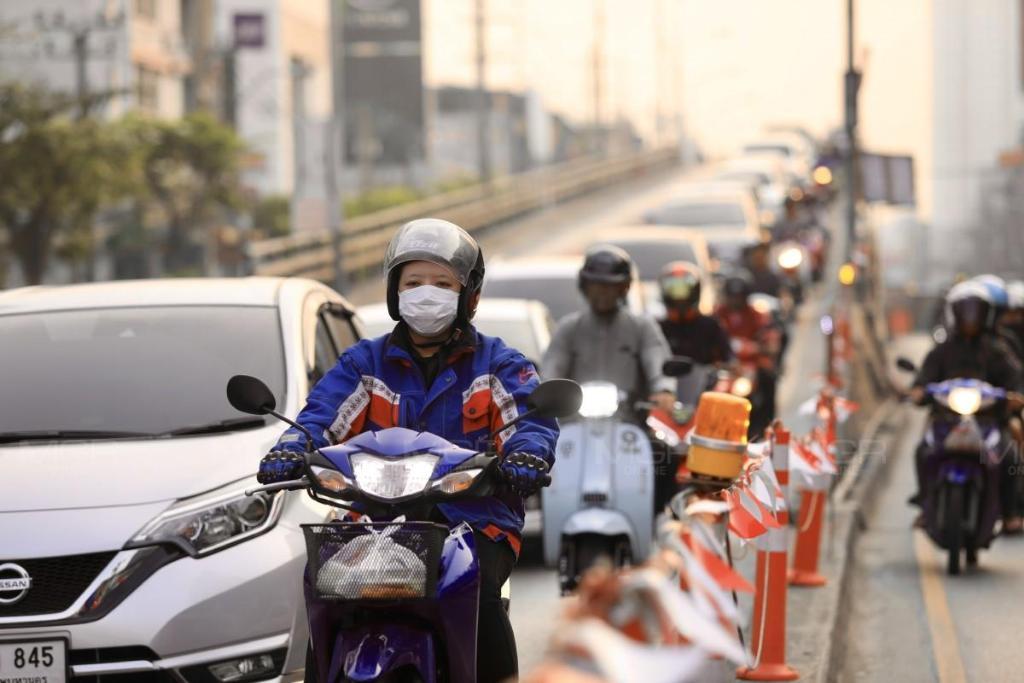 """ช่วงบ่ายค่าฝุ่น PM 2.5 กทม.ยังคลุ้ง เกินมาตรฐาน 30 เขต """"พระนคร"""" สูงสุด"""