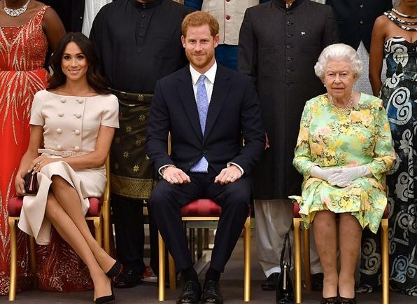 """In Clips :ควีนพระราชทาน """"ตำหนักกระท่อมฟร็อกมอร์"""" ให้  """"เจ้าชายแฮร์รี-เมแกน"""" เป็นที่ประทับถาวรในอังกฤษ"""