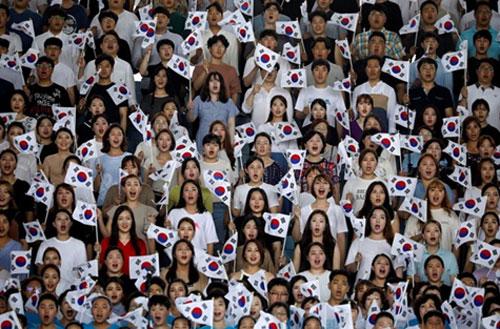 """เมื่อเด็กเกาหลีใต้กลายเป็นพวก """"ชังชาติ"""""""