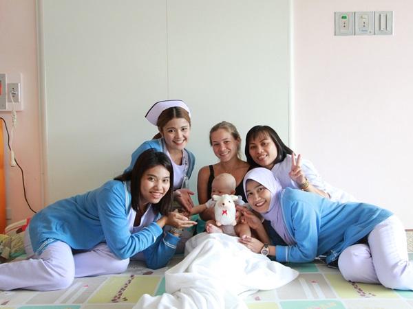 โรงพยาบาลกรุงเทพภูเก็ตมอบของขวัญสร้างความสุขให้น้องๆหนูๆ ช่วงวันเด็กแห่งชาติ
