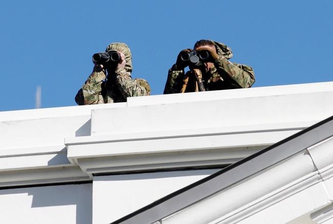 กองกำลังความมั่นคงสหรัฐฯกำลังใช้กล้องส่องเพื่อจับตาผู้เข้าร่วมการรณรงค์