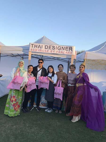 """""""แพนเค้ก"""" สะบัดผ้าไหมไทย โกอินเตอร์เทศกาล ไทยเฟสติวัล2020 อาบูดาบี"""