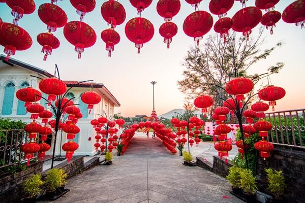 ชมและเก็บความประทับใจกับเทศกาลโคมไฟ รับตรุษจีน ณ โรงเหล้ากะทู้