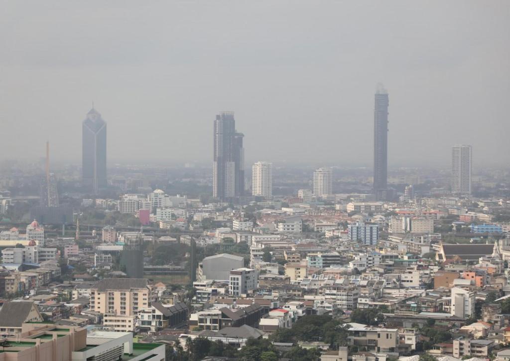 อากาศดีขึ้น! กทม.-ปริมณฑล ฝุ่นละออง PM 2.5 ลดลง เหลือเกินมาตรฐาน 9 พื้นที่