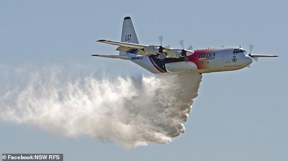 In Clip: C 130 เฮอร์คิวลิสขนน้ำมันทางอากาศแคนาดาตกระหว่างดับไฟป่าในออสเตรเลีย อเมริกันดับ 3