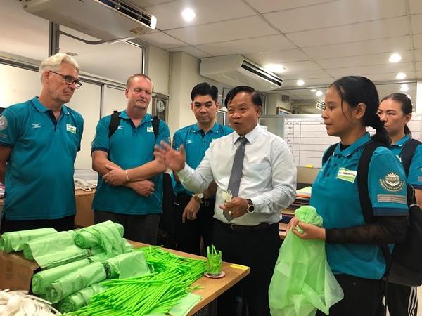 องค์กรเอกชน มอบผลิตภัณฑ์ชีวภาพทดแทนพลาสติกใช้ในงานกองข้าวศรีราชา