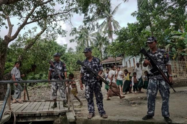 ทหารพม่ายิงปืนใหญ่ใส่หมู่บ้านรัฐยะไข่ทำหญิงโรฮิงญาดับ 2 เจ็บอีก 7