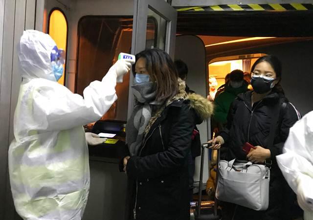 ผู้เชี่ยวชาญรพ.อู่ฮั่นเตือนเฝ้าระวังผู้ติดเชื้อไวรัสโคโรนาที่ไม่มีไข้และอาการระบบทางเดินหายใจ เผยผู้ติดเชื้อรายใหม่ในหนึ่งวัน ร่วม 1,000 ราย