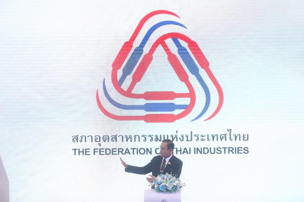นายกฯ บอกข่าวดีศก.ฟื้นตัวร้อยละ 3.3-3.8 ขอลงทุนในไทย หยุดโจมตีขัดแย้ง