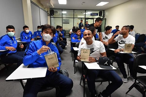 """""""ฉลามชล"""" กลับไทยหลังลุยซ้อมที่จีน ดูอาการ 14 วัน เฝ้าระวัง """"ไวรัสโคโรน่า"""""""
