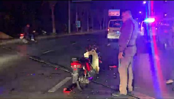 วัยรุ่นซิ่งจยย.ชนท้ายรถกระบะตำรวจตั้งด่าน เสียชีวิต 1 บาดเจ็บ 1
