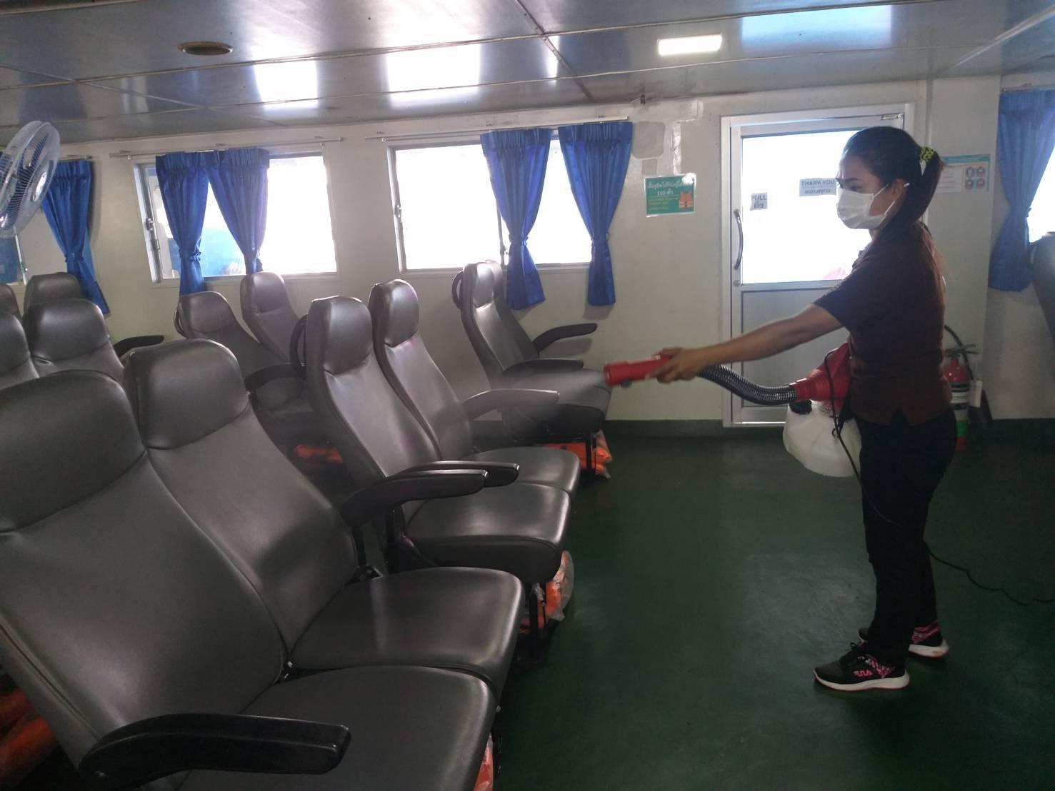 ราชาเฟอร์รี่เข้มป้องกันโรคไวรัสโคโรนา ฉีดฆ่าเชื้อจุดพักรอฯ-บนเรือทุกวัน