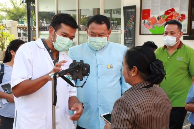 """กรมศิลป์ ป้องกันไวรัสโคโรนา """"ตรวจวัดอุณหภูมิร่างกาย แจกหน้ากาก"""""""