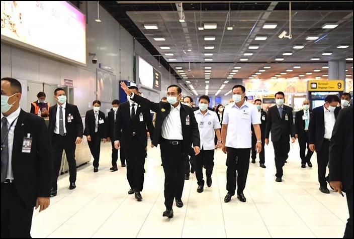 พล.อ.ประยุทธ์ จันทร์โอชา นายกรัฐมนตรี นำคณะตรวจเยี่ยมจุดคัดกรอง-ด่านควบคุมโรคที่สนามบินสุวรรณภูมิ