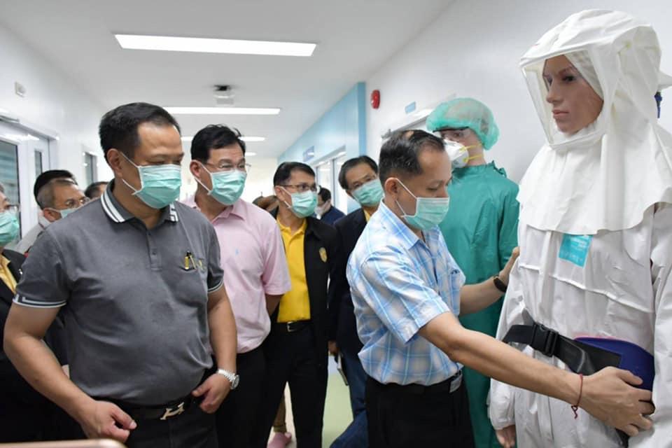 """""""อนุทิน"""" ดอดให้กำลังใจจนท. เผยผู้ป่วยโคโรนาจีนมั่นใจการรักษา เข้มเข้าไทยต่อเนื่อง"""