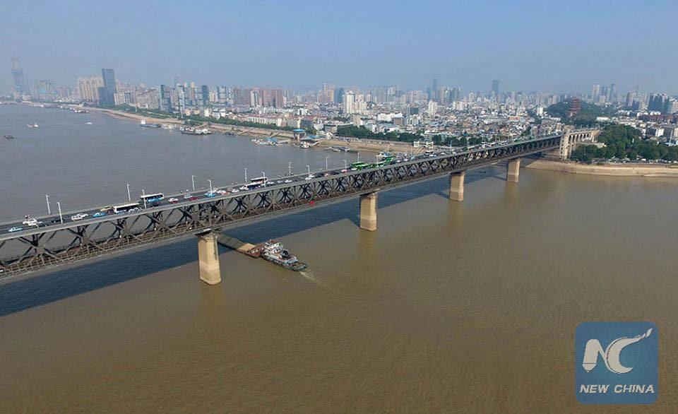 สะพานข้ามแม่น้ำแยงซีเกียง (ภาพ : ซินหัว)