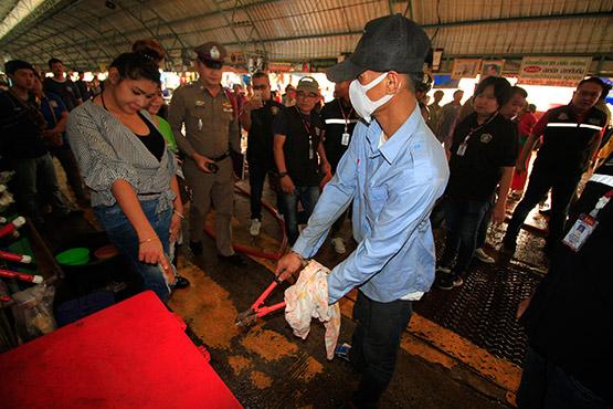 จับคนร้ายงัดถังแช่ขโมยอาหารทะเลในตลาดสดเทศบาลเมืองปทุมธานี