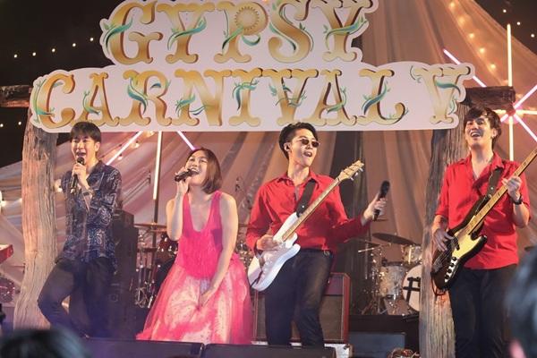 """ชาวยิปซีร่วมฉลองความสุขครบ 5 ปี ในเทศกาลดนตรี ยิปซี คาร์นิวัล 5 """"งานวัดภูเขาทอง"""""""
