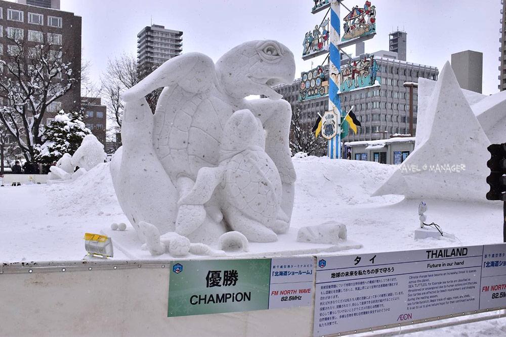 ผลงานสร้างสรรค์ของนักแกะสลักกหิมะชาวไทยที่สามารถคว้าแชมป์ได้เป็นปีที่ 9