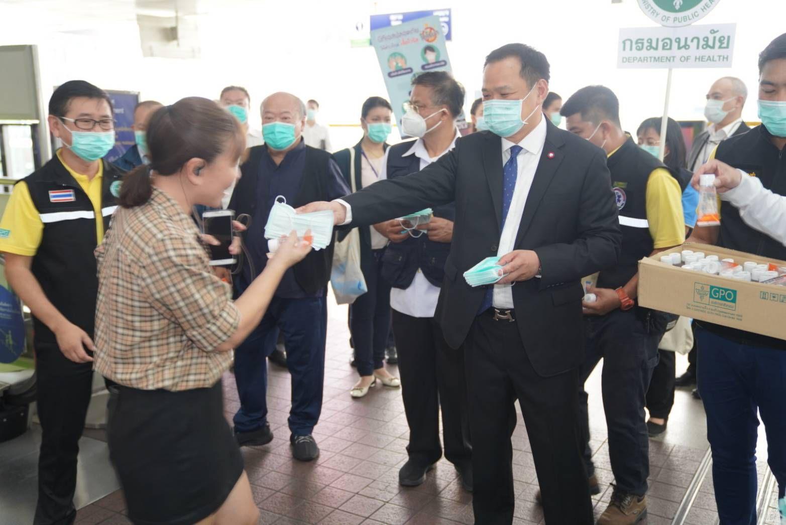 """""""อนุทิน"""" ขอโทษหลังนอตหลุดไล่ฝรั่งกลับประเทศ เหตุแสดงท่าทีรังเกียจ ไม่ร่วมมือใส่หน้ากาก ทั้งที่ไทยกำลังรณรงค์ป้องกันไวรัสโคโรนา"""