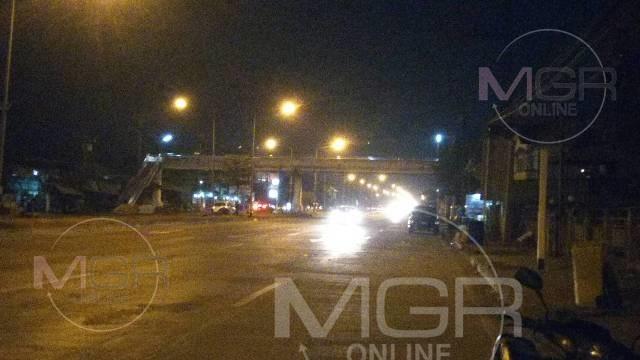 อุทาหรณ์ไม่ข้ามสะพานลอย!บิ๊กไบค์ชนหนุ่มพม่าวิ่งข้ามถนนกระเด็น-หวิดชนคนข้างทางซ้ำ