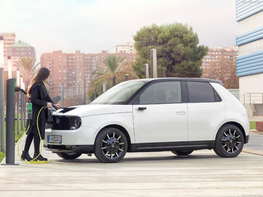 แม้จะเปิดตัวคันจริงให้เห็นแล้วเมื่อปลายปี แต่ Honda e รถยนต์ไฟฟ้ารุ่นใหม่จะเริ่มวางขายในตลาดแห่งต่างๆ ในปี 2020