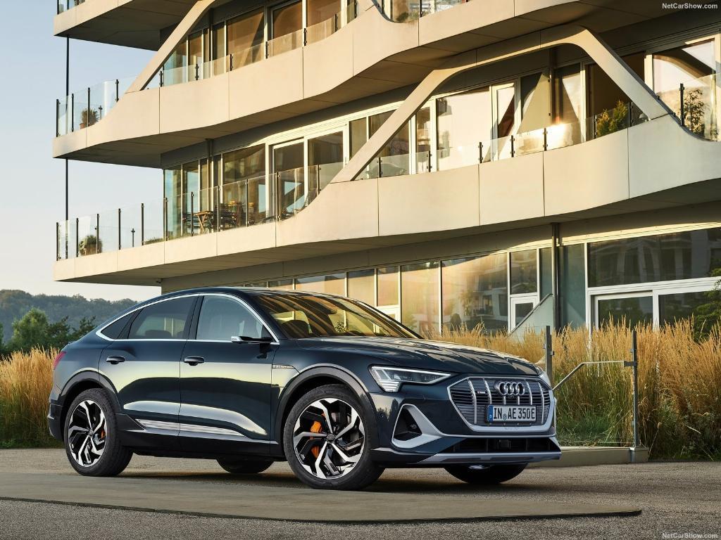 Audi เปิดทางเลือกที่ 2 ของ e-Tron ด้วยรุ่น Sportback ที่เน้นความปราดเปรียวของตัวถังด้านท้าย
