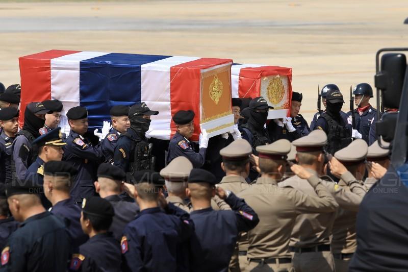 เคลื่อนร่างตำรวจ 2 วีรบุรุษ อรินทราช 26 เตรียมพิธีพระราชทานน้ำหลวงอาบศพ