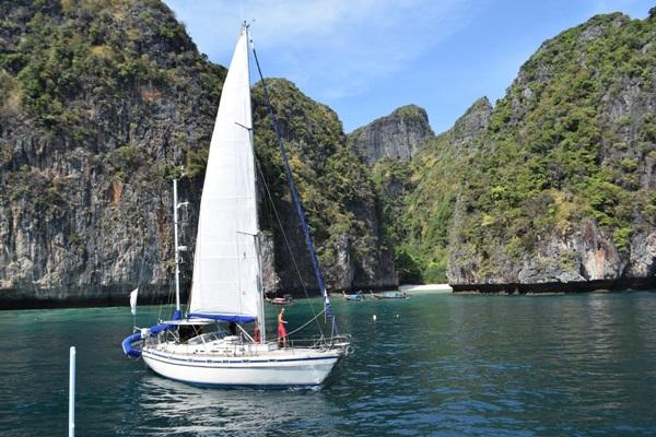 ชาวเกาะพีพี จ.กระบี่ ค้านสร้างสะพานจอดเรือรับส่งนักท่องเที่ยวอ่าวโละซามะ เพื่อเดินเท้าต่อไปอ่าวมาหยา ทำลายทรัพยากรธรรมชาติ