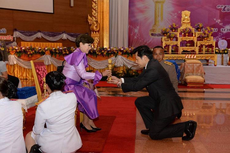 ซีอีโอเครือซีพี รับรางวัลเสาอโศกผู้นำศีลธรรม 2563 บุคคลต้นแบบส่งเสริมพุทธศาสนา