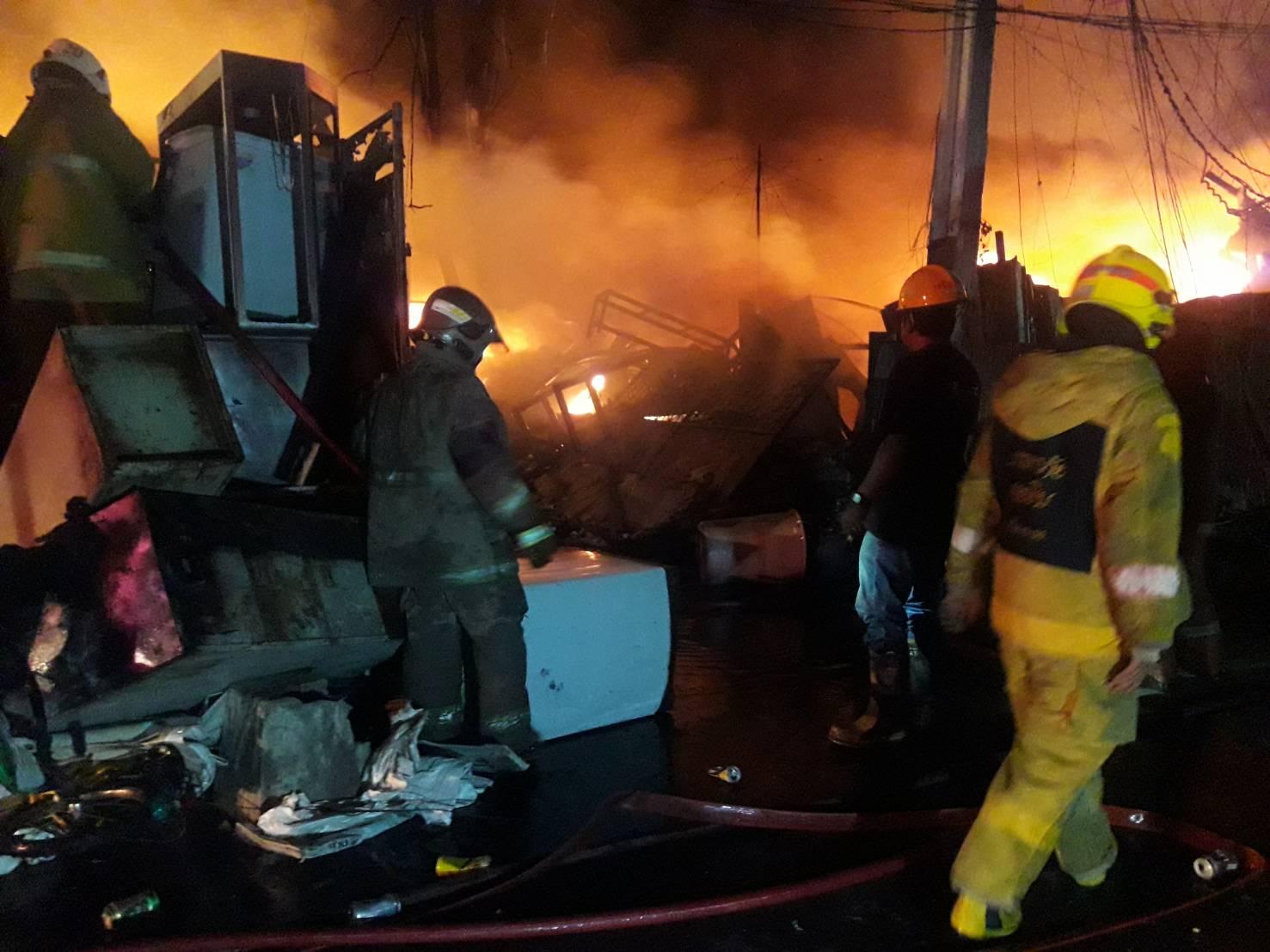 เพลิงไหม้ ร้านรับซื้อของเก่า ซ.ลาดพร้าว 80 จนท.เร่งคุมเพลิง