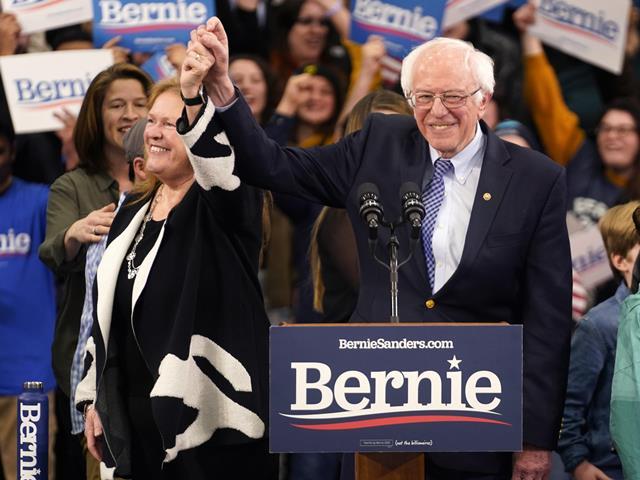 """""""เบอร์นี แซนเดอร์ส"""" ชนะเลือกตั้งขั้นต้นเดโมแครตในนิวแฮมป์เชียร์ """"ไบเดน"""" แพ้ต่อเนื่อง"""
