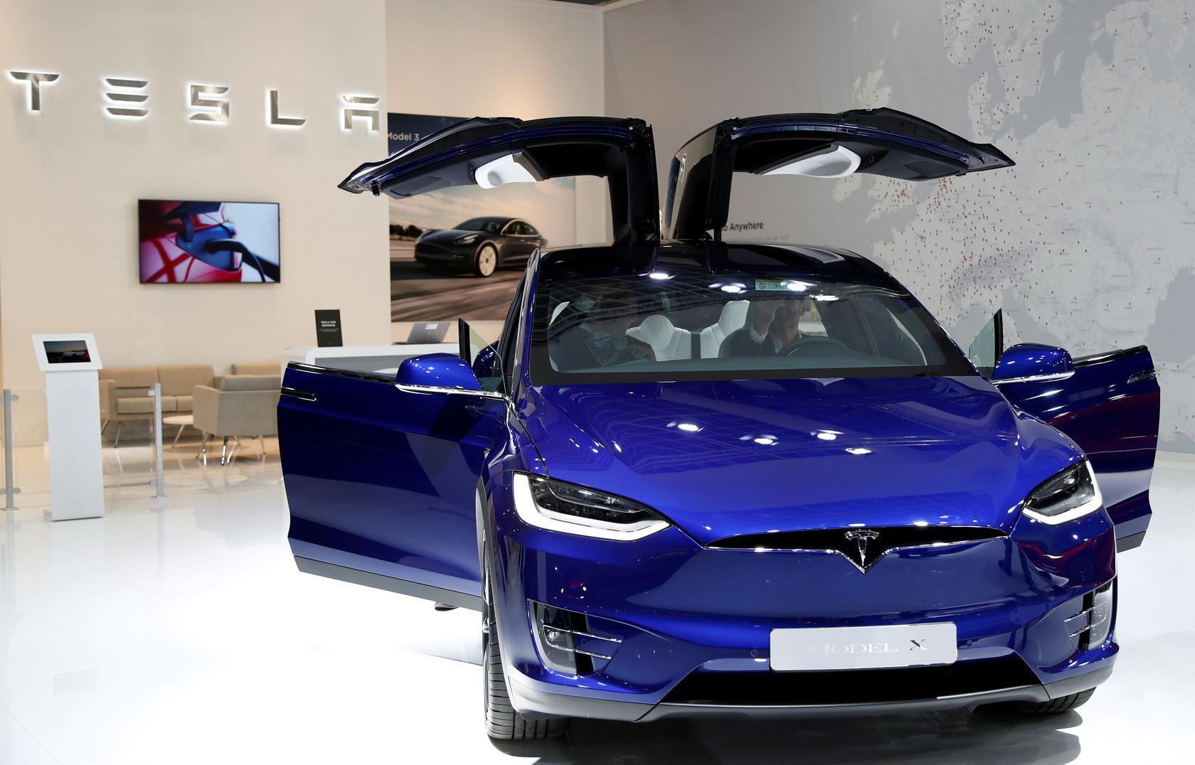 """""""เทสลา"""" เรียกคืนรถรุ่น Model X SUV 15,000 คันในอเมริกาเหนือ"""