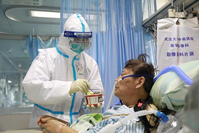 "In Clip: เสียชีวิตรวมไวรัสโคโรนา 1,383 นักวิจัยจีนชี้ ""แอนติบอดี้ในเลือดผู้ป่วย"" ใช้สู้ไวรัสได้"