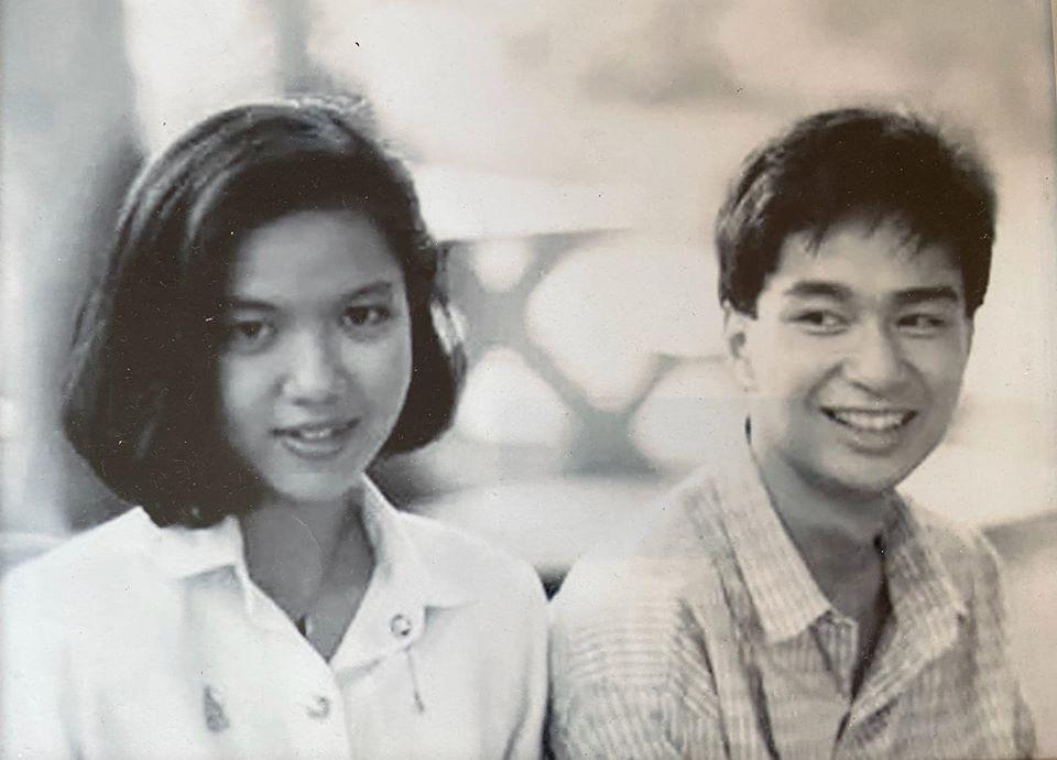 """""""มาร์ค"""" โชว์หวานโพสต์ภาพคู่ภรรยารับวันวาเลนไทน์"""