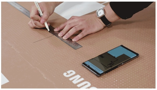 กล่องบรรจุภัณฑ์ซัมซุงสามารถนำมาประยุกต์เป็นโต๊ะหรือชั้นวางของขนาดเล็ก หรือบ้านแมวได้  เพียงทำตามหนังสือคู่มือที่มีให้ผ่านการสแกนคิวอาร์โค้ดที่อยู่บนกล่อง