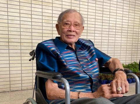 """""""ครูชาลี"""" อายุยืน 97 ปี เบื่อนั่งรถเข็น เผยสุดยอดปรารถนา หวังอีก 2 เดือนเดินได้"""