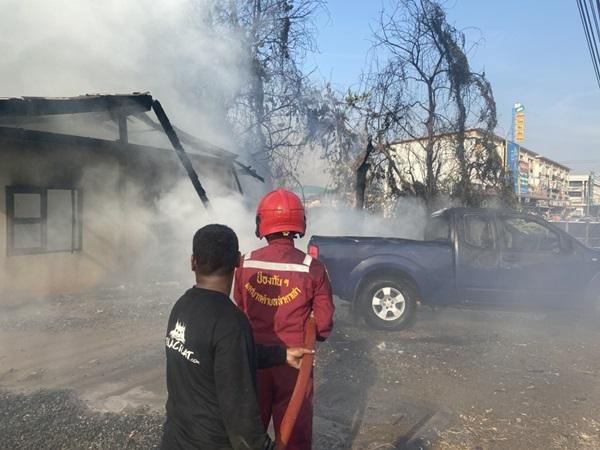 เพลิงไหม้ห้องแถวและเต้นรถยนต์มือสองอีก 2 คันเสียหายนับล้านบาท