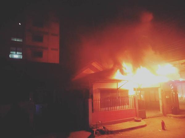 หม้อแปลงไฟฟ้าระเบิดไฟลุกไหม้ใส่บ้านพี่สาวนักร้องดัง