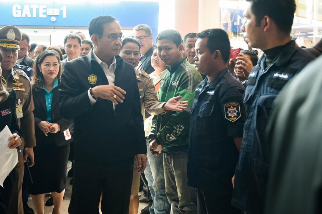นายกฯ เยี่ยมให้กำลังใจผู้ประกอบการเทอร์มินอล 21 หวังพลิกวิกฤตเป็นโอกาส