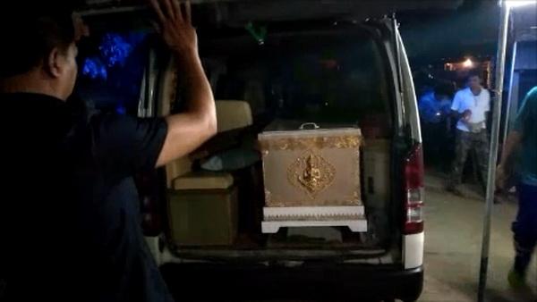 """ศพ """"น้องต่าย"""" เหยื่ออดีตสามีโหดบุกยิงในห้างฯกลางกรุงถึงบ้านเกิดพ่อแม่ร่ำไห้แทบขาดใจ"""