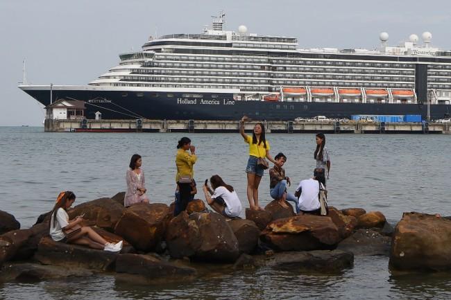 ลูกเรือเวสเตอร์ดัมเฮปลอดไวรัสยกลำ เตรียมล่องเรือออกจากกัมพูชาเร็วๆนี้