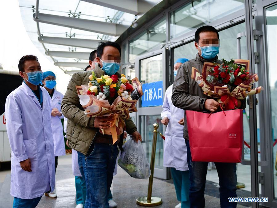 """ทะลุ 2 หมื่นราย! ยอดผู้ป่วย """"โควิด-19"""" ในจีน รักษาหาย-ได้กลับบ้าน ยอดติดเชื้อ 76,394 ราย ดับ 2,348 ราย"""